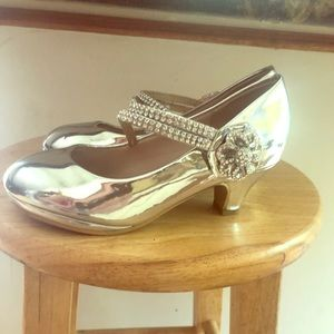 Shiny silver girls heel-BNWT